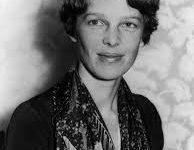 Amelia Earhart   la   prima  donna  della  storia   che  pilota  un  aereo
