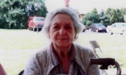 donna   anziana   scatta  un  selfie    e  si  ritrova  la  figura  del  marito   deceduto