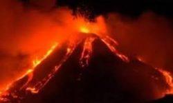 Esplosione e  colate  laviche  dell'Etna
